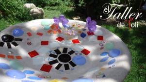 Fuente de cemento con incrustaciones de azulejo, gemas y murrinas italianas