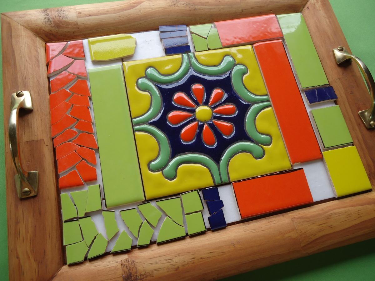 Bandeja realizada con técnica mosaico