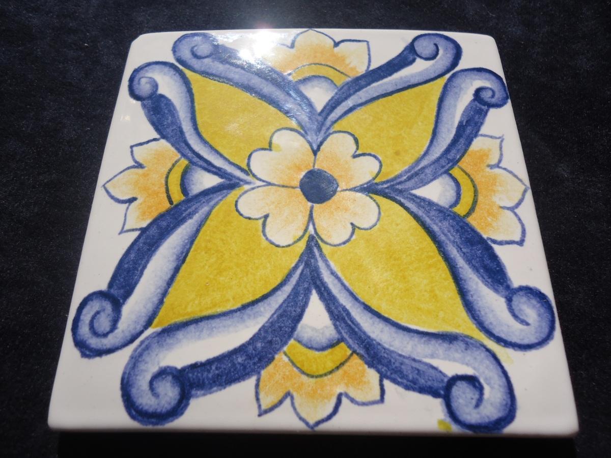 Toceto pintado artesanalmente