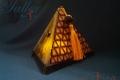 Pirámide, vidrio y arcilla polimérica
